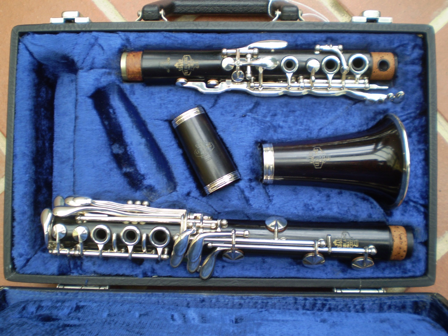 how to play low e flat on clarinet